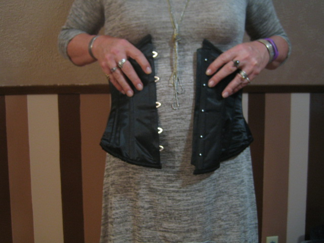 Wearing a Corset for Crossdressing: Bringing the Busk Together
