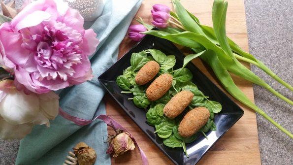 crocchette di patate viola su letto di spinacino
