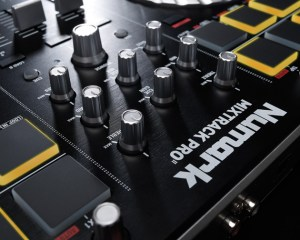 MixtrackProII_10x8_Media_Detail_3