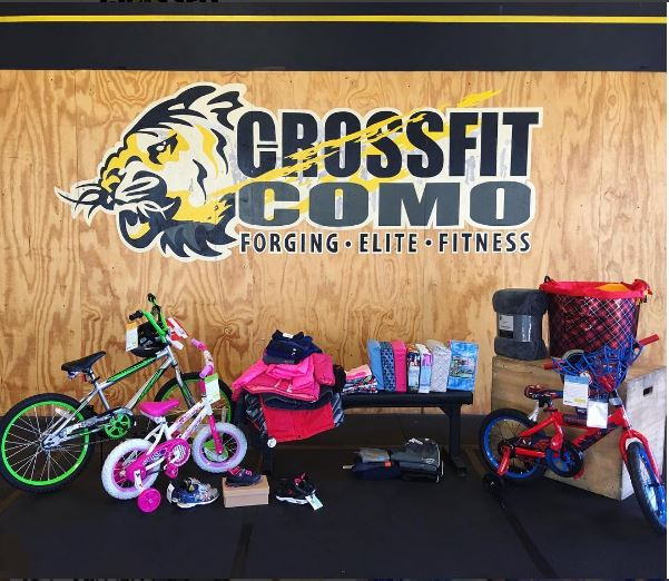 CrossFit COMO Community Adopts a Family 2016