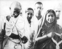 Sarojini Naidu with Gandhi