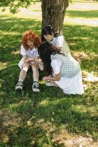 girls sitting under the tree