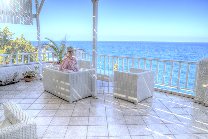 Cavos Bay Hotel