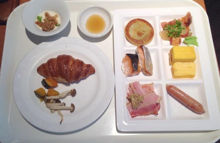 Breakfast tray of food