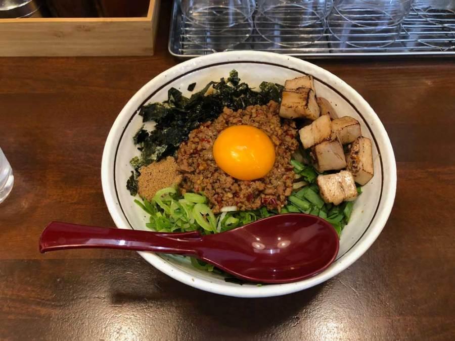 大阪・本町 麺屋やまひで 「台湾まぜそば・ゴロチャーシュートッピング」