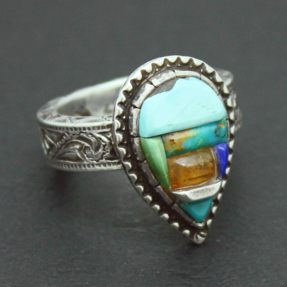3種類の宝石の色が詰まった綺麗なインディアンアクセサリー「インレイワーク リング」