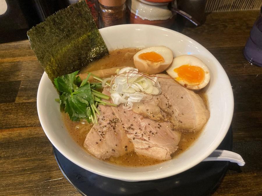 大阪・今福「やまふじ」特製ラーメン