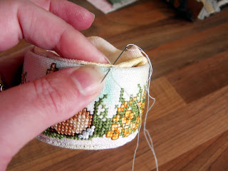 Whip stitch edges of top and sides together.