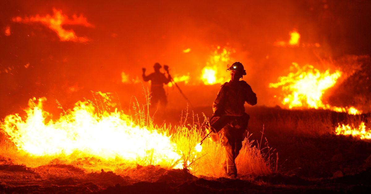 Evacuations Begin In Gatlinburg Fire Spreading Crossville News First