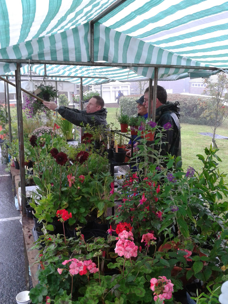 Getting rid of water on the tarpaulins over the plant stall
