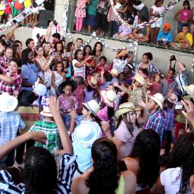 """Am Abend gehen wir mit Jefferson auf das typische brasilianische Fest """"Festa Junina""""."""