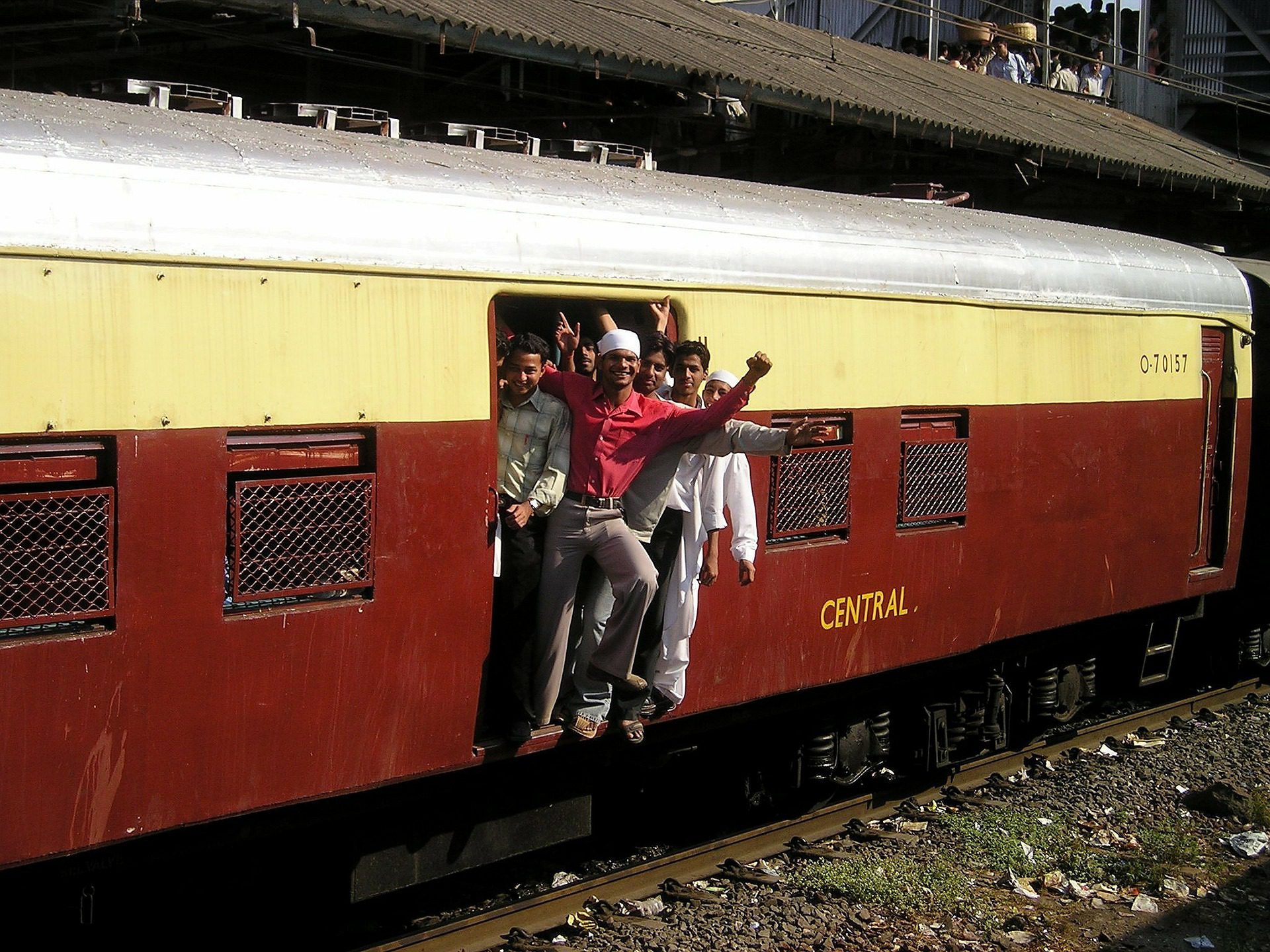 CM Uddhav wants Central Govt to start Mumbai Locals