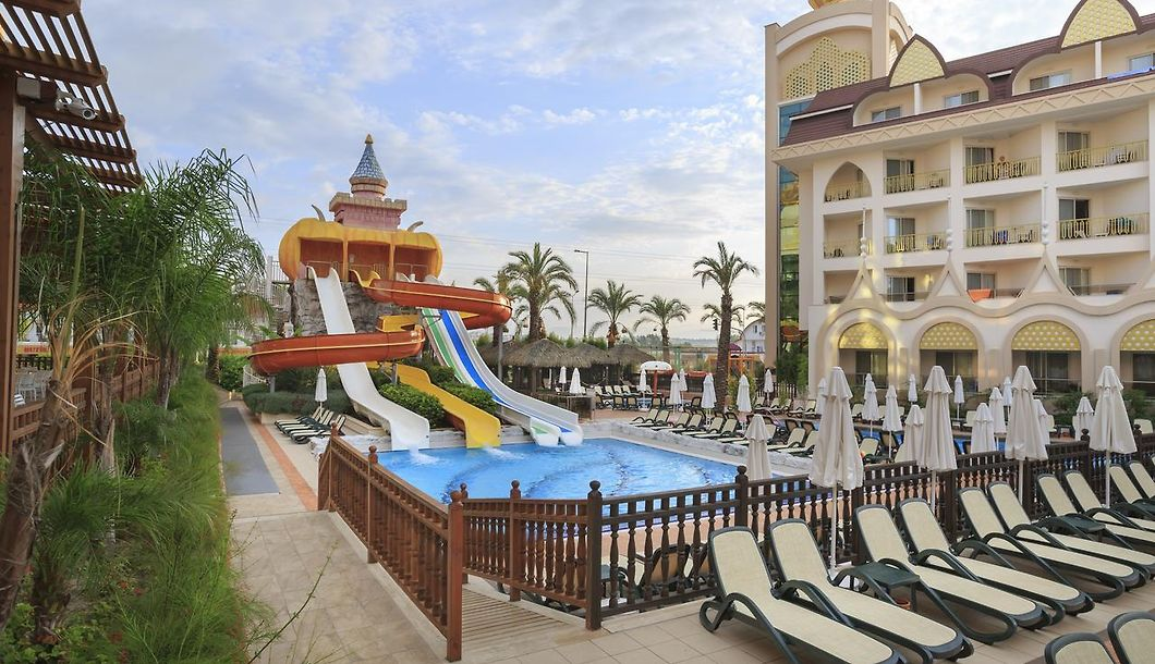 Side Crown Charm Palace Side Book 5 Star Accommodation In