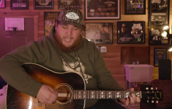 Luke Combs - Six Feet Apart lyrics