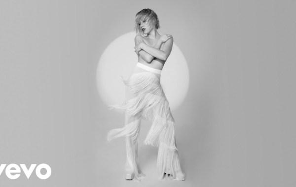 Carly Rae Jepsen – This Love Isn't Crazy lyrics
