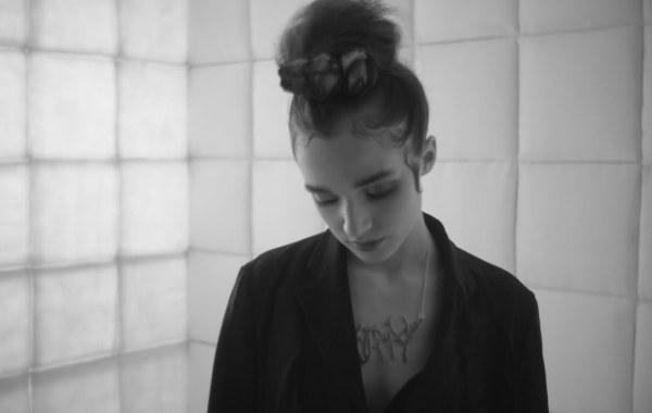 Poppy – All the Things She Said lyrics