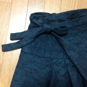 巻きスカートのリボンがかわゆい。下側スカートにさりげなく入れられたタックもかわゆい。