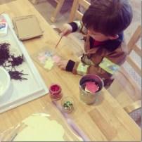 Invitation to glue a collage.