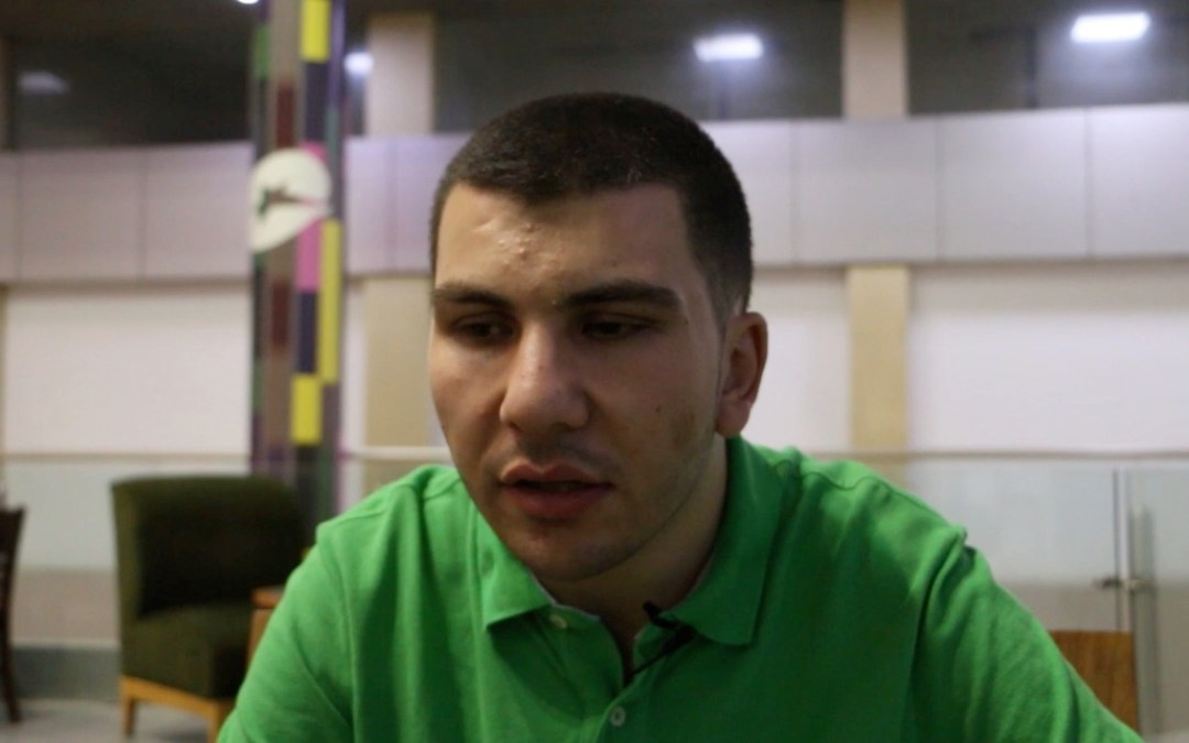 محمد كريم: لا اريد الهجرة شرط ان لا يطردني وطني وترفضني جامعتي