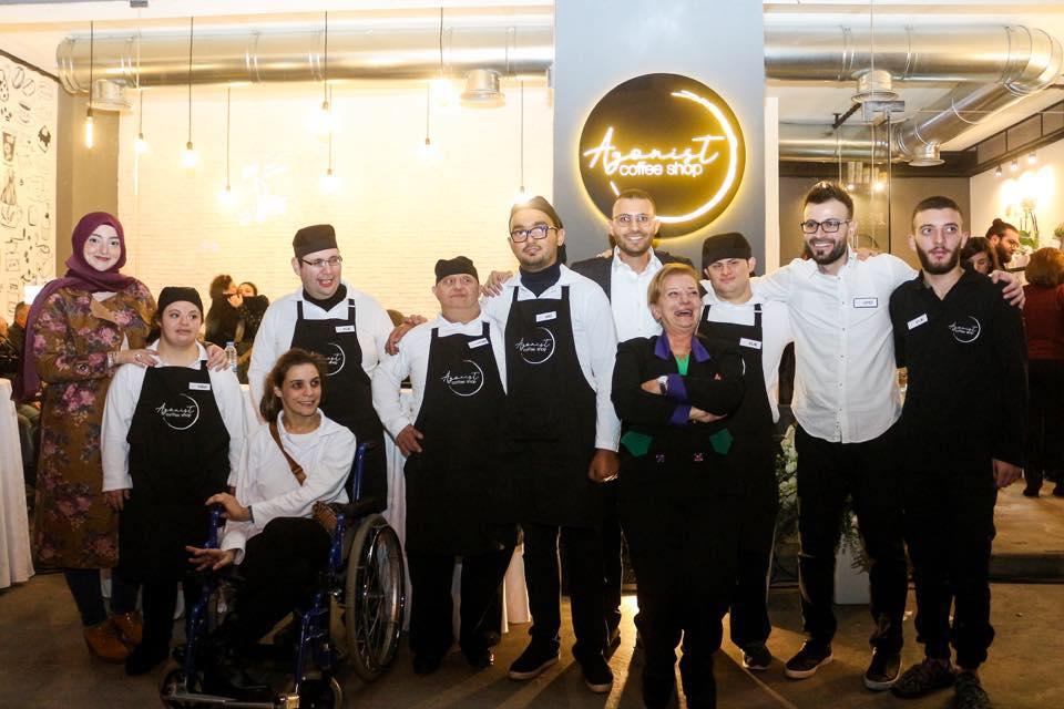أول مقهى يديره الأشخاص ذوي الإعاقة في لبنان