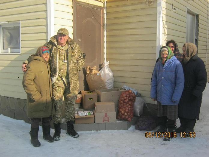 Капелан ХСП: Надали продукти мешканцям повністю зруйнованого селища Опитне, де люди живуть у підвалах