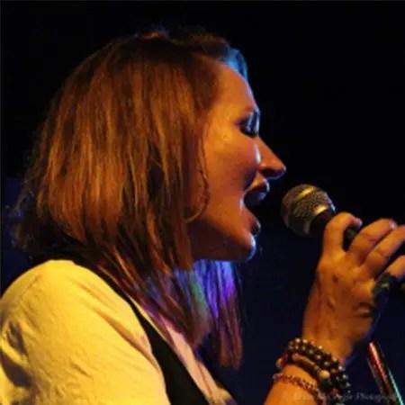 5DD619 – Noeleen Smith – Broken Lines - PromoPic6