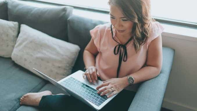 What Side Hustles can I do from Anywhere that Pay Well: 4 Great Ideas