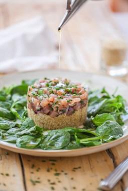 Tártaro de Atum em cama de quinoa. Receita aqui.