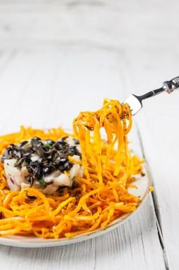 Tártaro de Bacalhau fresco com espaguete de abóbora salteada. Receita aqui.
