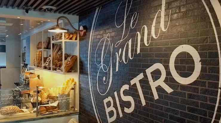Le Grand Bistro restaurant on Celebrity Edge