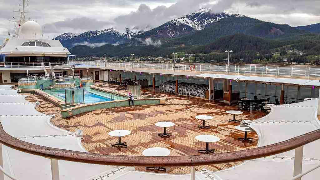 Regent Seven Seas Mariner pool deck