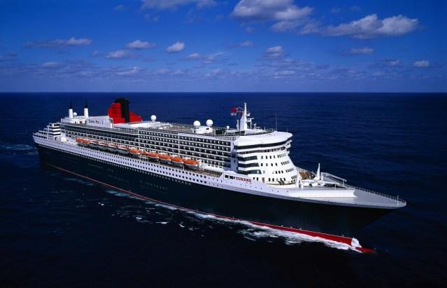 queen-mary-2-ship-over-the-sea
