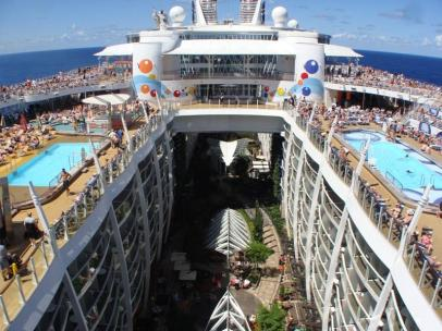 oasis-of-the-seas-pool