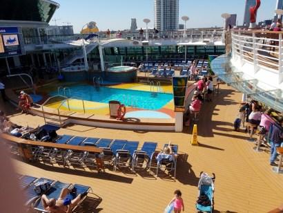 brilliance-of-the-seas-royal-caribbean-main-pool