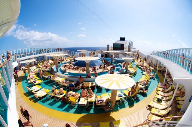 aida-pool-deck