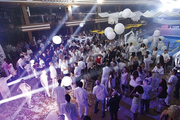 costa-cruises-open-deck-white-night-party
