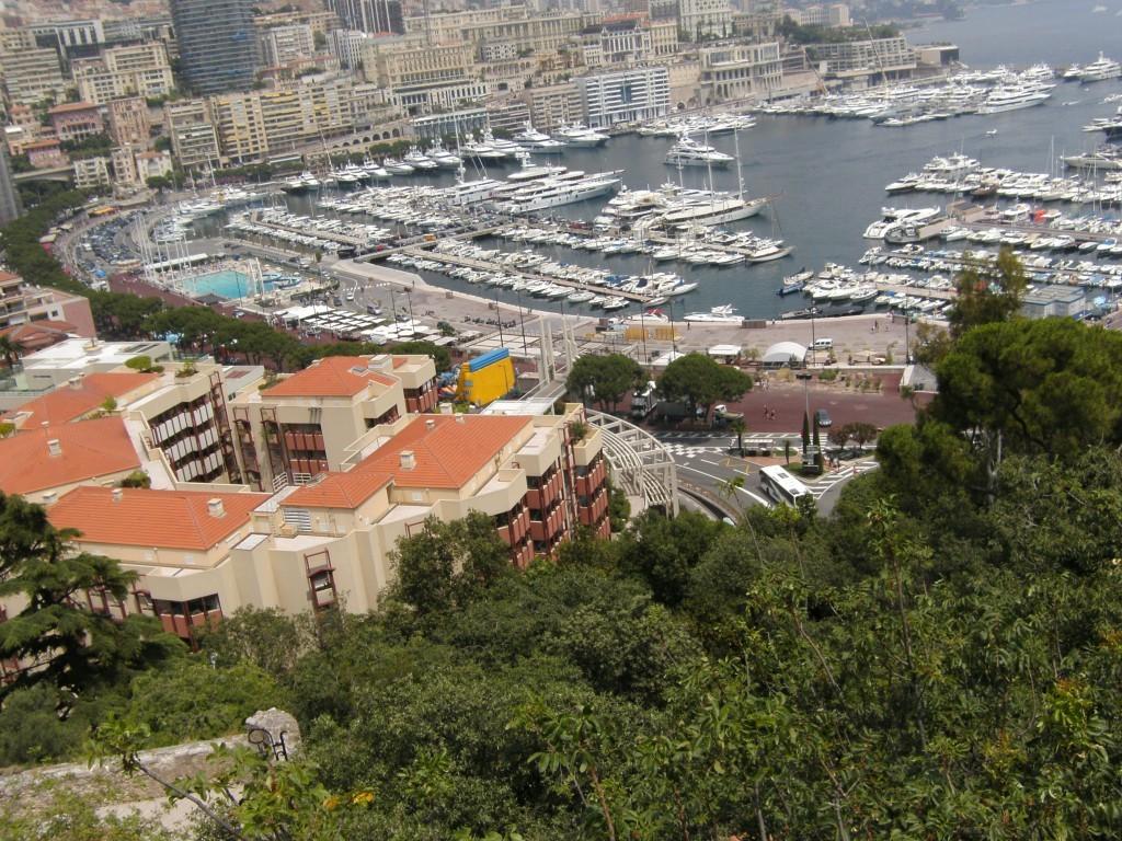 Blick auf die Promenade und den Hafen von Monaco