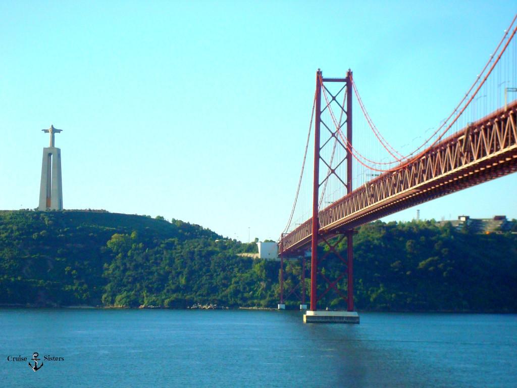 Brücke in Lissabon bei der Einfahrt mit dem Kreuzfahrtschiff