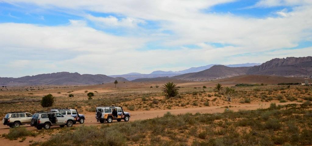 Jeeps in der Wüste von Agadir in Marokko