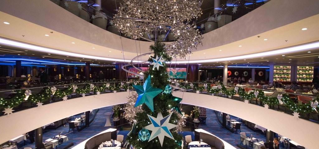 Weihnachtsdeko im Restaurant Atlantik auf der Mein Schiff 4
