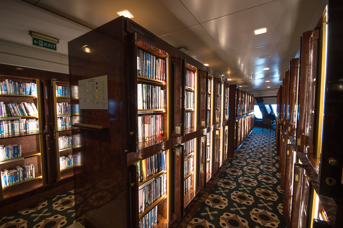 queen-mary-2-library