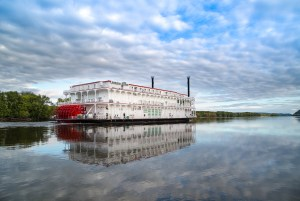 River Cruise Line Offering Holiday Sailings on the Mississippi River