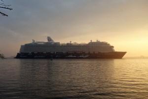 Mein Schiff 6 auf der Elbe