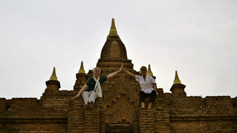 Nyd solnedgangen ud over Bagan fra et af de højere templer