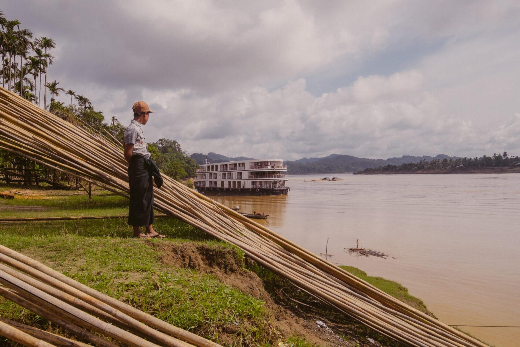 Sanctuary Ananda langs Irrawaddy flodens breder i Myanmar