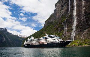 Azamara Journey i Geiranger Fjorden i Norge
