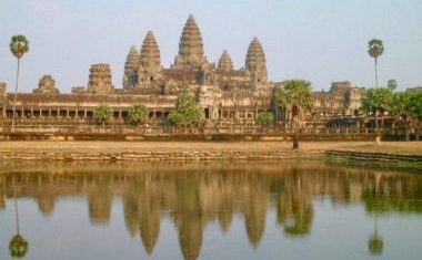 Deluxe travels to Cambodia
