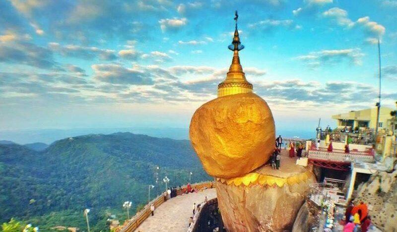 The Golden Rock er et yndet Buddhist pilgrimsområde.