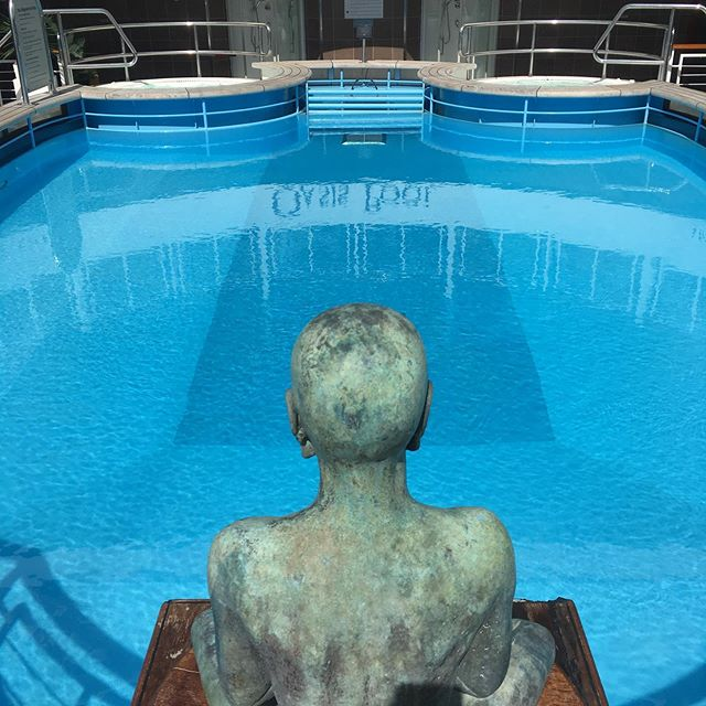 Quiet pool on embarkation day on board P&O cruises Azura