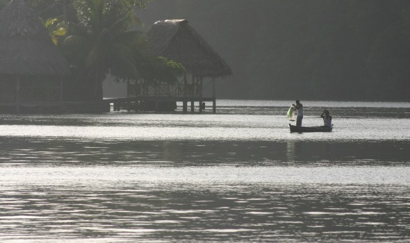 Seine fishing on the Rio Dulce